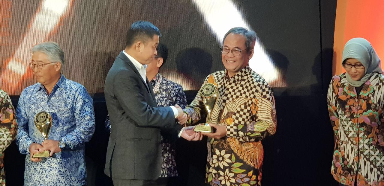 PTPP Raih Best EPC Company & Top 5 Innovation Electricity Company